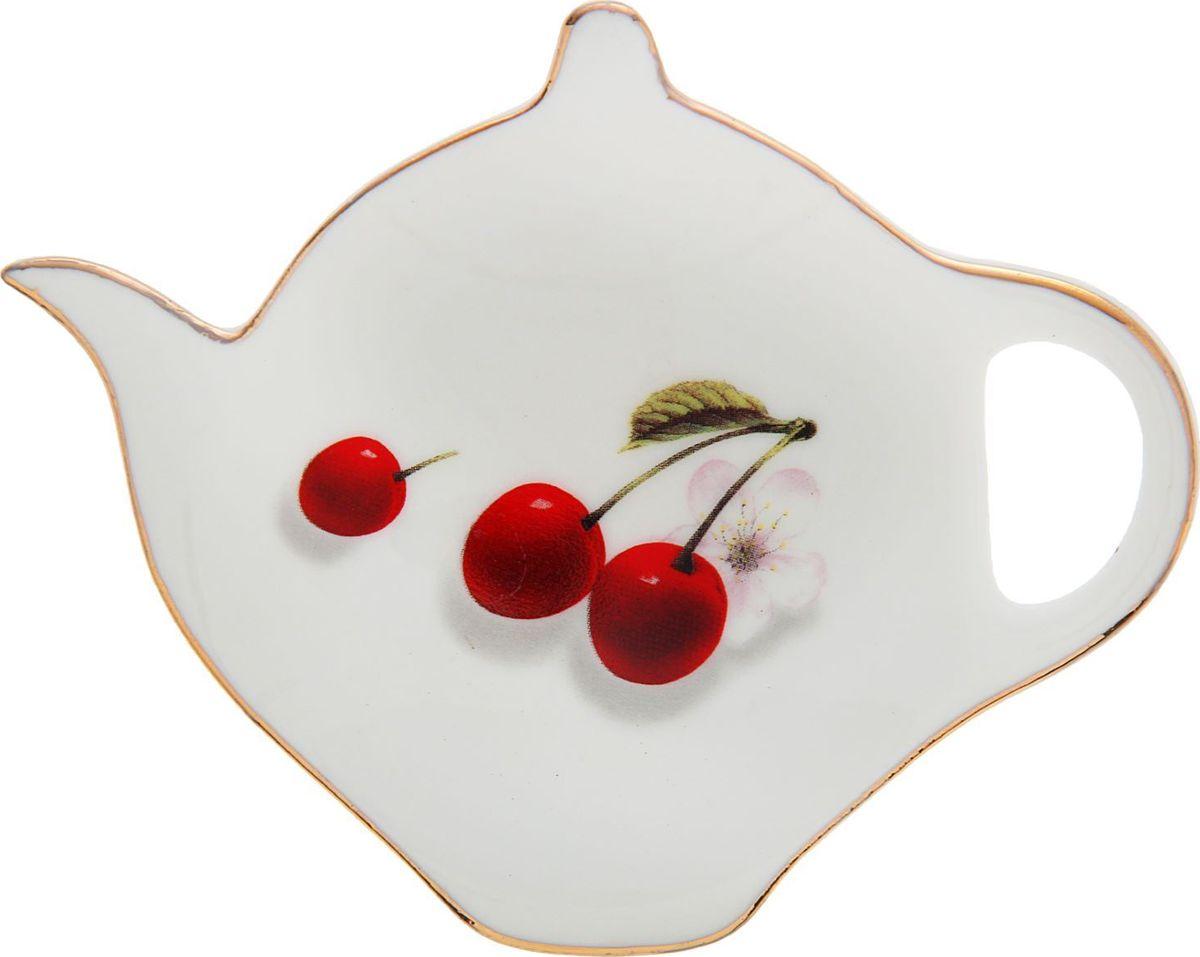 Подставка под чайный пакетик Доляна Вишни, цвет: белый, красный, 12,5 х 8 х 1,2 см1610273Согласитесь, и профессиональному повару, и любителю поэкспериментировать на кухне, и тому, кто к стряпанью не имеет никакого отношения, не обойтись без элементарных предметов, таких как подставка под чайный пакетик Доляна Вишни. Посуда, столовые принадлежности, аксессуары для приготовления и хранения пищи - незаменимые вещи для всех, кто хочет порадовать свою семью аппетитными блюдами. Душевная атмосфера и со вкусом накрытый стол всегда будут собирать в вашем доме близких и друзей. Размер: 12,5 х 8 х 1,2 см.