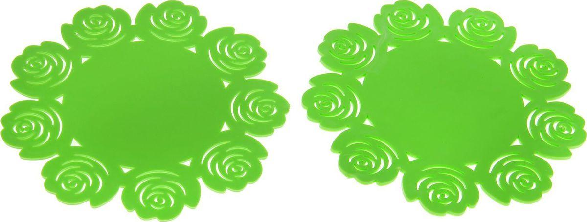 Набор подставок под горячее Доляна Летний домик, 2 шт1678208Силиконовая подставка под горячее — практичный предмет, который обязательно пригодится в хозяйстве. Изделие поможет сберечь столы, тумбы, скатерти и клеёнки от повреждения нагретыми сковородами, кастрюлями, чайниками и тарелками.