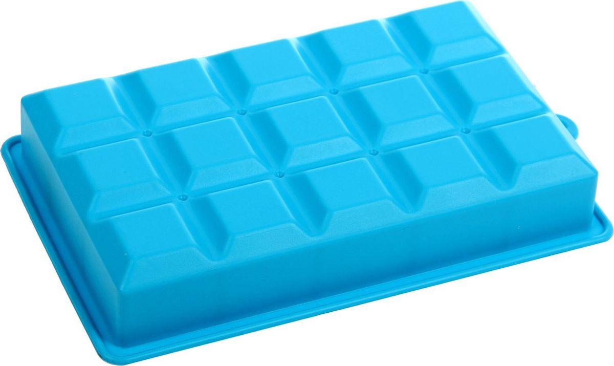Форма для льда и шоколада Доляна Кубик, цвет: голубой, 15 ячеек, 11,7 х 18,7 х 3,4 см1847979Силикон не теряет эластичности при отрицательных температурах (до - 40?С), поэтому, готовые льдинки легко достаются из формы и не крошатся. Лед получается идеальной формы. С силиконовыми формами для льда легко фантазировать и придумывать новые рецепты. В формах можно заморозить сок или приготовить мини порции мороженого, желе, шоколада или другого десерта. Особенно эффектно выглядят льдинки с замороженными внутри ягодами или дольками фруктов. Заморозив настой из трав, можно использовать его в косметологических целях.