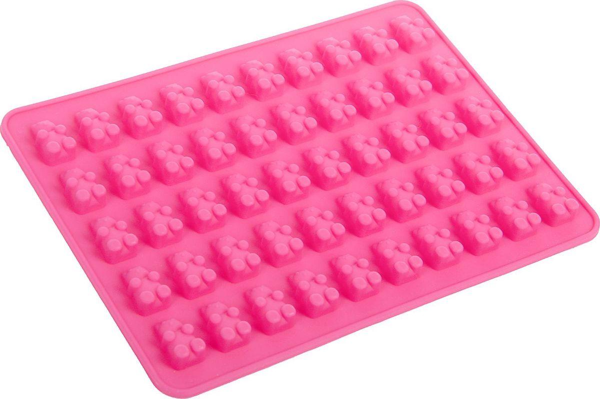 Форма для мармелада Доляна Сладкие мишки, 50 ячеек, 18,8 х 13,8 х 0,9 см1857436Силикон не теряет эластичности при отрицательных температурах (до - 40?С), поэтому, готовые льдинки легко достаются из формы и не крошатся. Лед получается идеальной формы. С силиконовыми формами для льда легко фантазировать и придумывать новые рецепты. В формах можно заморозить сок или приготовить мини порции мороженого, желе, шоколада или другого десерта. Особенно эффектно выглядят льдинки с замороженными внутри ягодами или дольками фруктов. Заморозив настой из трав, можно использовать его в косметологических целях.