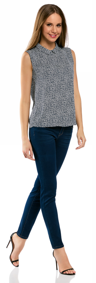 Блузка женская oodji Ultra, цвет: белый, темно-синий. 11411084B/43414/1079F. Размер 36-170 (42-170)11411084B/43414/1079FЛегкая блузка прямого кроя без рукавов с воротником под горло. Особенности этой модели – глубокий вырез-капля с застежкой на крючки на спинке и небольшой округлый отложной воротничок. Блузка прямого силуэта из эластичной ткани отлично сидит и не стесняет движений. Маленькая блузка, по сути топ, – настоящая находка для любителей минимализма в одежде. С ней можно создать множество интересных образов – от строгих деловых до повседневных в стиле casual.