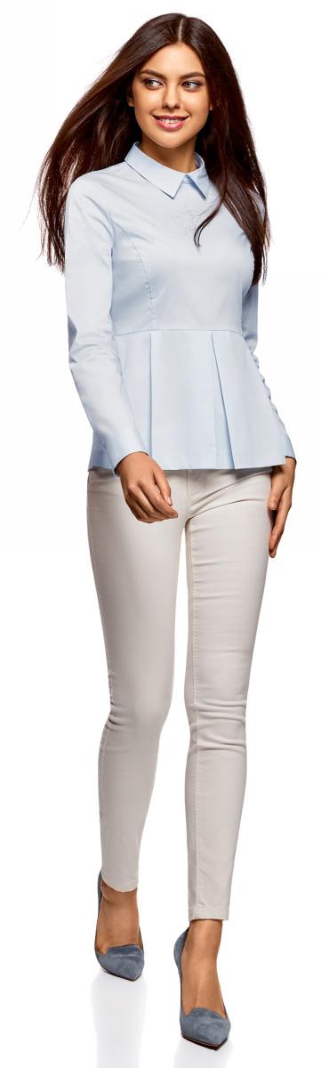 Блузка женская oodji Ultra, цвет: голубой. 11400444/42083/7000N. Размер 34-170 (40-170)11400444/42083/7000NСтильная блузка oodji изготовлена из смесовой ткани и застегивается сзади на молнию. Модель выполнена с отложным воротничком и длинными рукавами. Манжеты рукавов дополнены застежками-пуговицами. Спереди блузка оформлена декоративными складками.
