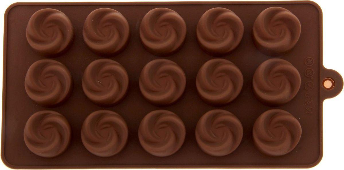 Форма для льда и шоколада Доляна Завиток, 15 ячеек, 21,5 х 11,5 см762772Фигурная форма для льда и шоколада Доляна Завиток выполнена из пищевого силикона, который не впитывает запахов, отличается прочностью и долговечностью. Материал полностью безопасен для продуктов питания. Кроме того, силикон выдерживает температуру от -40°С до +250°С, что позволяет использовать форму в духовом шкафу и морозильной камере. Благодаря гибкости материала готовый продукт легко вынимается и не крошится.С помощью такой формы можно приготовить оригинальные конфеты и фигурный лед. Приготовить миниатюрные украшения гораздо проще, чем кажется. Наполните силиконовую емкость расплавленным шоколадом, мастикой или водой и поместите в морозильную камеру. Вскоре у вас будут оригинальные фигурки, которые сделают запоминающимся любой праздничный стол! В формах можно заморозить сок или приготовить мини-порции мороженого, желе, шоколада или другого десерта. Особенно эффектно выглядят льдинки с замороженными внутри ягодами или дольками фруктов. Заморозив настой из трав, можно использовать его в косметологических целях.Форма легко отмывается, в том числе в посудомоечной машине.