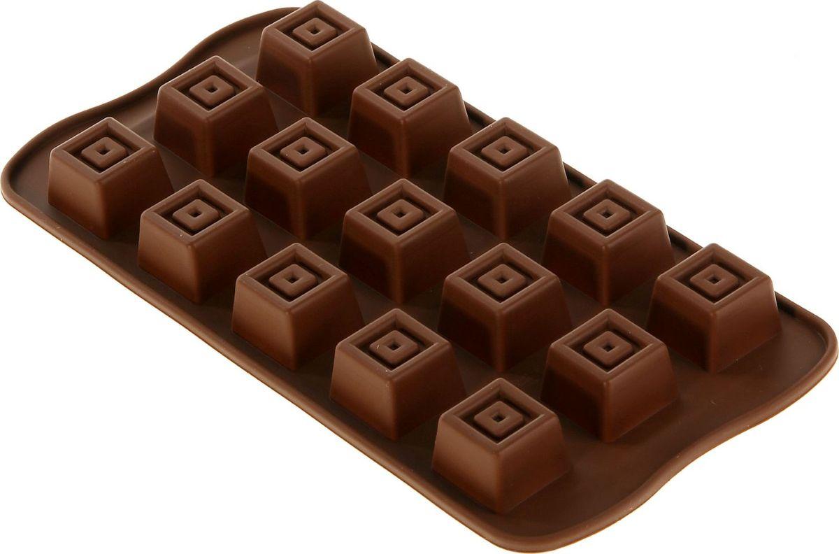 """Фигурная форма для льда и шоколада Доляна """"Конфетка"""" выполнена из пищевого силикона, который не впитывает запахов, отличается прочностью и долговечностью. Материал полностью безопасен для продуктов питания. Кроме того, силикон выдерживает температуру от -40°С до +250°С, что позволяет использовать форму в духовом шкафу и морозильной камере. Благодаря гибкости материала готовый продукт легко вынимается и не крошится.  С помощью такой формы можно приготовить оригинальные конфеты и фигурный лед. Приготовить миниатюрные украшения гораздо проще, чем кажется. Наполните силиконовую емкость расплавленным шоколадом, мастикой или водой и поместите в морозильную камеру. Вскоре у вас будут оригинальные фигурки, которые сделают запоминающимся любой праздничный стол! В формах можно заморозить сок или приготовить мини-порции мороженого, желе, шоколада или другого десерта. Особенно эффектно выглядят льдинки с замороженными внутри ягодами или дольками фруктов. Заморозив настой из трав, можно использовать его в косметологических целях.  Форма легко отмывается, в том числе в посудомоечной машине."""