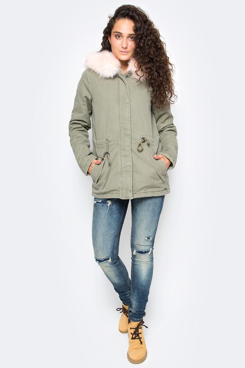 Парка женская Tom Tailor, цвет: серо-зеленый. 3555017.00.71. Размер M (46)3555017.00.71Стильная парка Tom Tailor выполнена из натурального хлопка. Модель с длинными рукавами и пришивным капюшоном застегивается на молнию и имеет ветрозащитную планку на кнопках, на поясе фиксируется шнурком-кулиской. Капюшон декорирован съемной меховой опушкой на кнопках. Спереди парка дополнена карманами с клапанами.