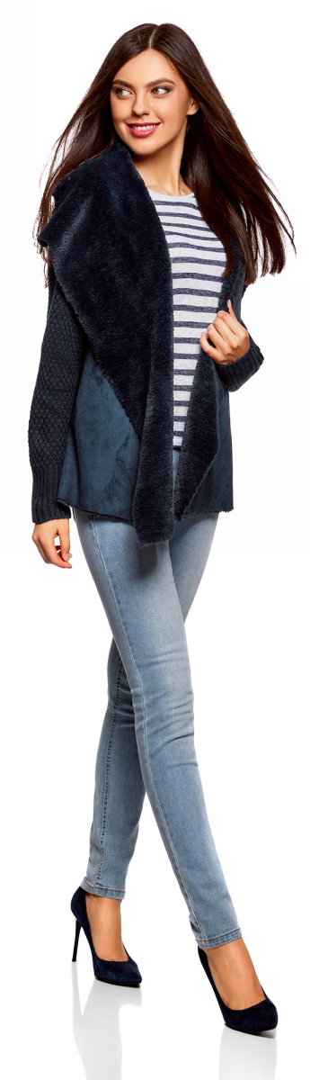 Жакет женский oodji Collection, цвет: темно-синий. 73205182-1/31328/7900N. Размер L (48)73205182-1/31328/7900NВязаный жакет от oodji с полами из искусственного меха выполнен из акриловой пряжи с добавлением шерсти. Модель с длинными рукавами без застежки.