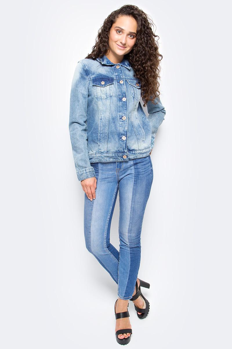 Куртка женская Tom Tailor, цвет: синий. 3555069.00.71_1051. Размер S (44)3555069.00.71_1051Джинсовая куртка Tom Tailor выполнена из натурального хлопка. Модель с длинными рукавами и отложным воротником застегивается на пуговицы-болты. По бокам куртка дополнена прорезными карманами, а на груди накладными карманами с клапанами на пуговицах. На спине модель оформлена оригинальными вышивками и аппликациями.