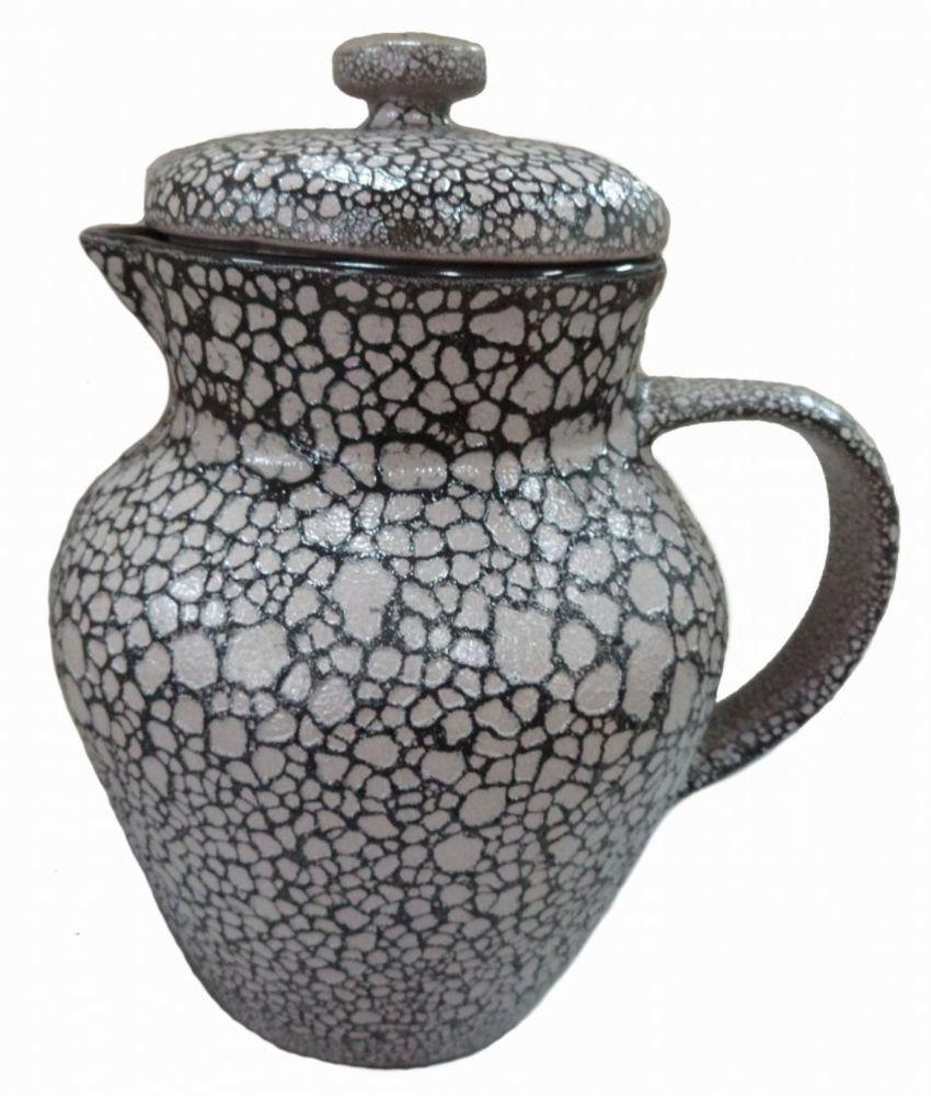 Кувшин Борисовская керамика, 1,7 лМРМ00000820Кувшин Борисовская керамика изготовлен из высококачественной керамики. Изделие оснащено крышкой. Такой кувшин прекрасно подойдет для подачи сока, воды, компота, лимонада, молока и многих других напитков. Благодаря лаконичному дизайну кувшин станет украшением любого стола. Высота кувшина (без учета крышки): 20,5 см.Диаметр: 15 см.
