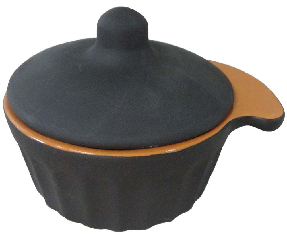 Кокотница Борисовская керамика Ностальгия, с крышкой, цвет: черный, 0,2 лСТР00000963Граненая форма кокотницы Борисовская керамика Ностальгия никого не оставляет равнодушным. Она выполнена из высококачественной керамики и оснащена крышкой. В кокотнице можно удобно запекать кексы, делать жульены. Она отлично подойдет для сервировки стола и подачи блюд. Кокотницу можно использовать как порционно, так и для подачи приправ, острых соусов и другого. Подходит для использования в микроволновой печи и духовке.Ширина: 12 см. Высота: 8 см.