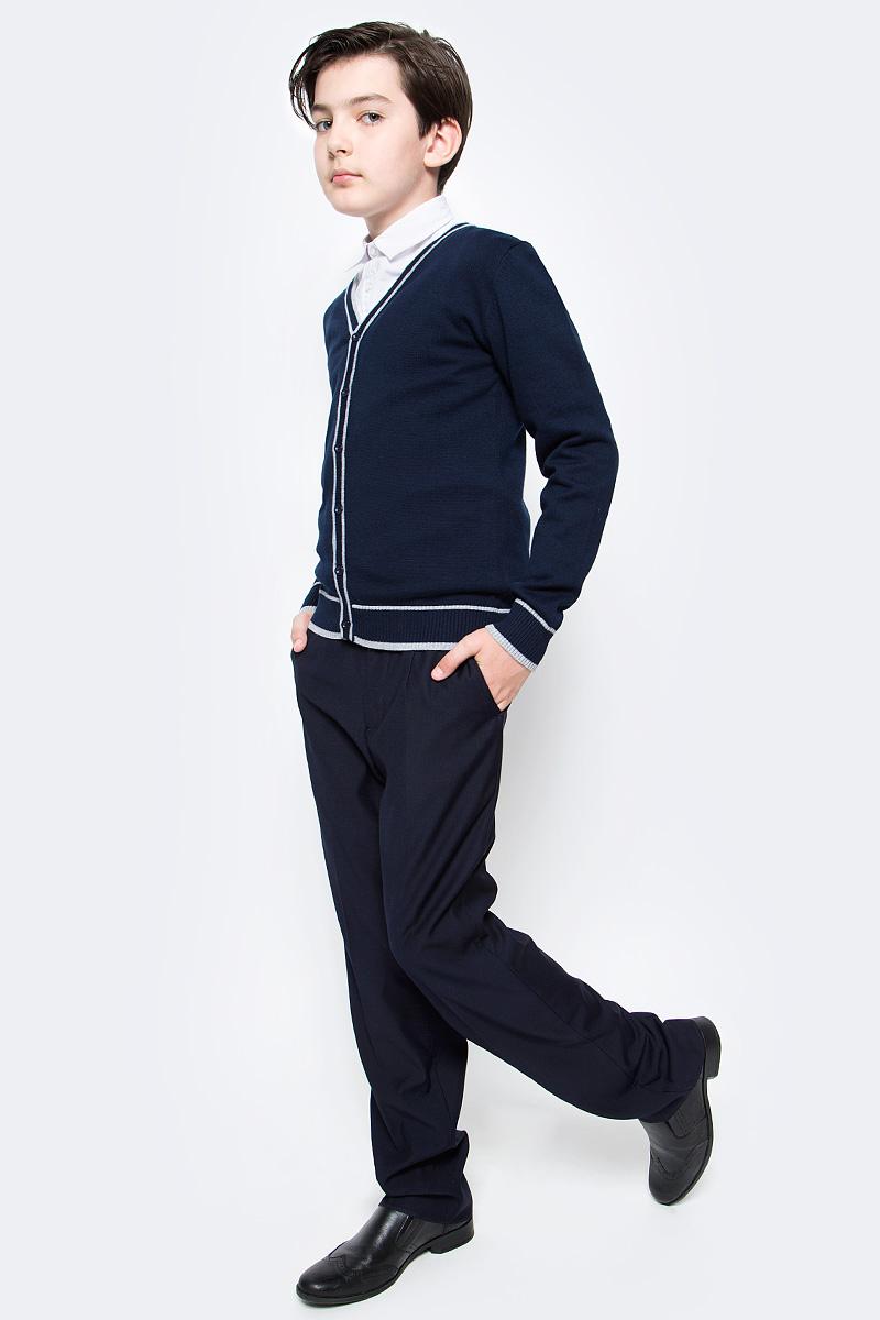 Кардиган для мальчика Vitacci, цвет: темно-синий. 1173005-04. Размер 1521173005-04Кардиган для мальчика выполнен из 100% хлопка. Модель с длинными рукавами застегивается на пуговицы.