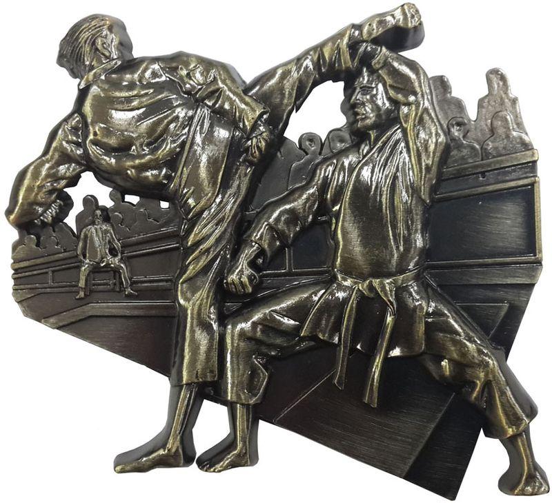 """Наградной магнит """"Каратэ"""" - прекрасный сувенир, который не займет много места и будет всегда на виду. Церемония награждения будет  вспоминаться еще долгое время с самыми теплыми чувствами. Магнит изготовлен из металла и пластика. Размер: 9 х 9 см."""