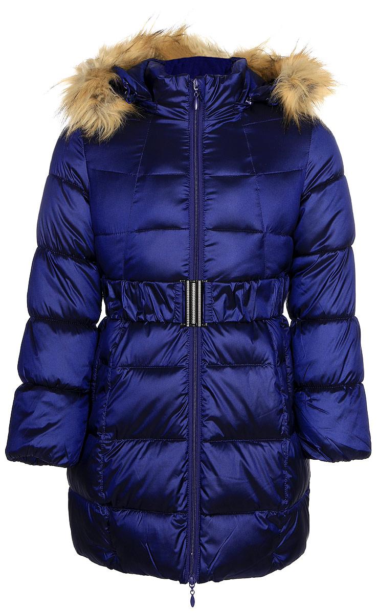 Пальто для девочки Oldos Кира, цвет: синий. 1O7CT03. Размер 158, 13 лет1O7CT03Зимнее классическое пальто для девочки Oldos Кира c капюшоном и длинными рукавами выполнено из прочного полиэстера. В составе ткани верха нейлон, что делает изделие износостойким: оно не линяет, не протирается при интенсивной эксплуатации и сохраняет презентабельный вид при многократных стирках. Покрытие TEFLON защищает от воды и грязи. Современный утеплитель (искусственный лебяжий пух) легкий, как натуральный, отлично сохраняет тепло, не впитывает влагу, держит и быстро восстанавливает объем, гипоаллергенен.Подкладка – флис, в рукавах - гладкий полиэстер. Модель застегивается на застежку-молнию спереди и имеет ветрозащитный клапан. Пальто дополнено эластичным поясом, двумя карманами. Меховая опушка из искусственного меха отстегивается. Модель имеет визитку-нашивку (потеряшку). Светоотражающие элементы обеспечивают хорошую видимость в темное время суток. Пальто хорошо защищает от ветра и мороза благодаря съемному капюшону с регулировкой объема, воротнику-стойке, внутренним саморегулирующимся трикотажным манжетам в рукавах. Изделие рекомендовано носить при температуре от-35°С до 0°С.