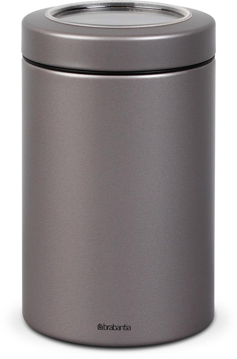 Контейнер для сыпучих продуктов Brabantia, цвет: платиновый, 1,4 л. 48176481765Контейнер для сыпучих продуктов Brabantia - практичное решение для хранения сыпучих продуктов, позволяющее дольше сохранять их свежесть.Контейнер вмещает 500 г кофе, 1кг сахара. Не пропускает запах и сохраняет свежесть – защелкивающаяся крышка. Контейнер удобно размещать в глубоких выдвижных ящиках кухонного стола. Всегда видно содержимое – крышка с окошком из антистатических материалов. Легко чистится – контейнер имеет гладкую внутреннюю поверхность. Изготовлен из коррозионностойкой крашеной или лакированной стали с защитным цинк-алюминиевым покрытием. Основание с защитным покрытием.