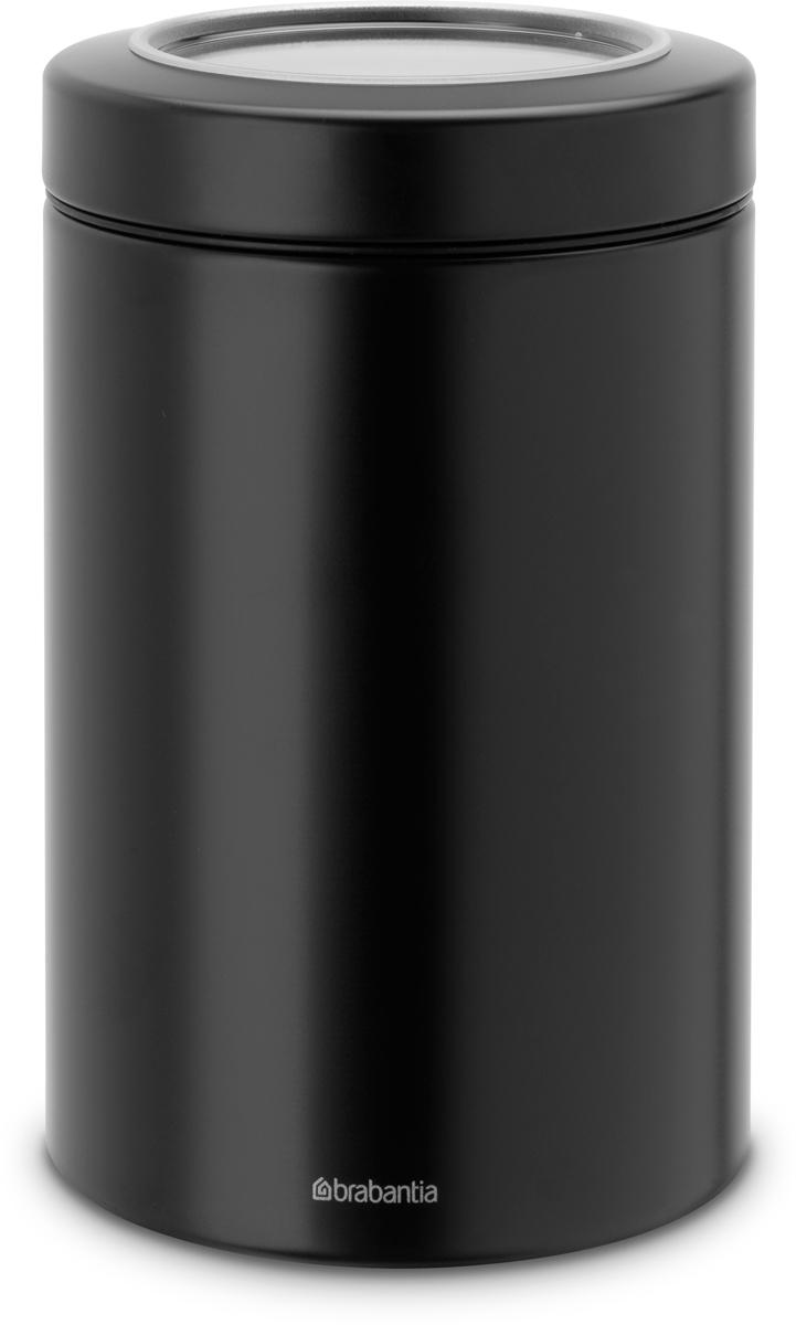 Контейнер для сыпучих продуктов Brabantia, цвет: черный, 1,4 л. 484582484582Контейнеры Brabantia для сыпучих продуктов позволяют дольше сохранить ваш кофе, чай, макаронные изделия и другие продукты свежими. Крышка плотно закрывается и не пропускает запахи, что позволяет дольше сохранить аромат и свежесть продуктов.Контейнер изготовлен из антикоррозийной стали с защитным покрытием и легко чистится благодаря гладкой внутренней поверхности. Контейнер Brabantia объемом 1,4 л вмещает 500 г кофе или 1 кг сахара.