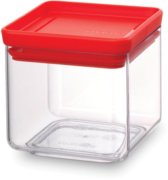 Контейнер пищевой Brabantia Tasty Colors, 700 мл. 290008290008Этот симпатичный контейнер для хранения сыпучих продуктов украсит интерьер любой кухни, сэкономив при этом достаточно места – прямоугольная форма и модульная конструкция позволяют составлять контейнеры один на другой. Практично и красиво.- Занимает мало места – контейнеры имеют прямоугольную форму и составляются один на другой.- Продукты надолго сохраняют свежесть и аромат – силиконовый уплотнитель.- Хорошо видно содержимое и его количество.- Легко моется – можно мыть в посудомоечной машине.- Прочный и абсолютно прозрачный – изготовлен из пластика. - Входит в коллекцию «Tasty Colours».