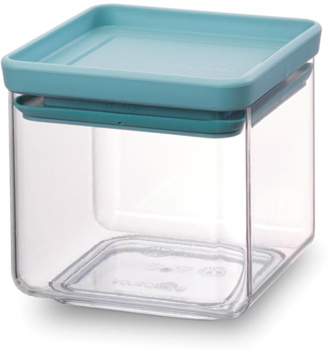 Контейнер пищевой Brabantia Tasty Colors, 700 мл. 290060290060Этот симпатичный контейнер для хранения сыпучих продуктов украсит интерьер любой кухни, сэкономив при этом достаточно места – прямоугольная форма и модульная конструкция позволяют составлять контейнеры один на другой. Практично и красиво.- Занимает мало места – контейнеры имеют прямоугольную форму и составляются один на другой.- Продукты надолго сохраняют свежесть и аромат – силиконовый уплотнитель.- Хорошо видно содержимое и его количество.- Легко моется – можно мыть в посудомоечной машине.- Прочный и абсолютно прозрачный – изготовлен из пластика. - Входит в коллекцию «Tasty Colours».