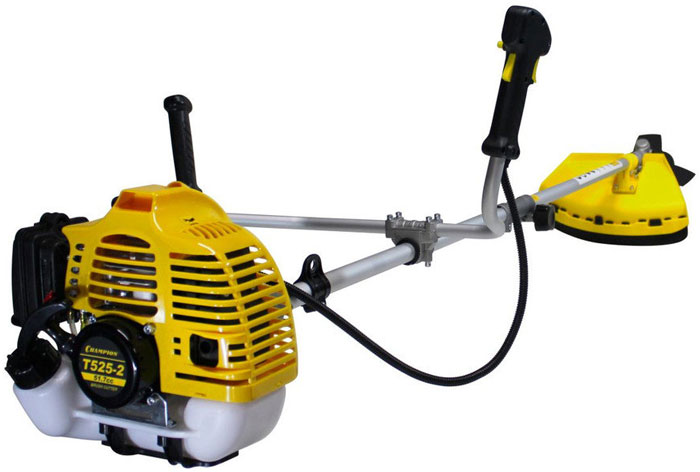 Триммер Champion Т525-2T525-2Бензиновый триммер компании Champion T525-2 – современная модель, которая поможет привести в порядок ваш сад и облагородить территорию у дома. Триммер оснащен надежным бензиновым двигателем, который не требует к себе особого внимания.Особенности: Толщина лески, мм : 1,6-3Ширина среза, мм (леска/нож) : 400/25Тип штанги : прямаяСтартер с функцией лёгкого запускаВ комплекте:косильная головка, 3-х лопастной нож, ремень, ёмкость для смешивания топлива.