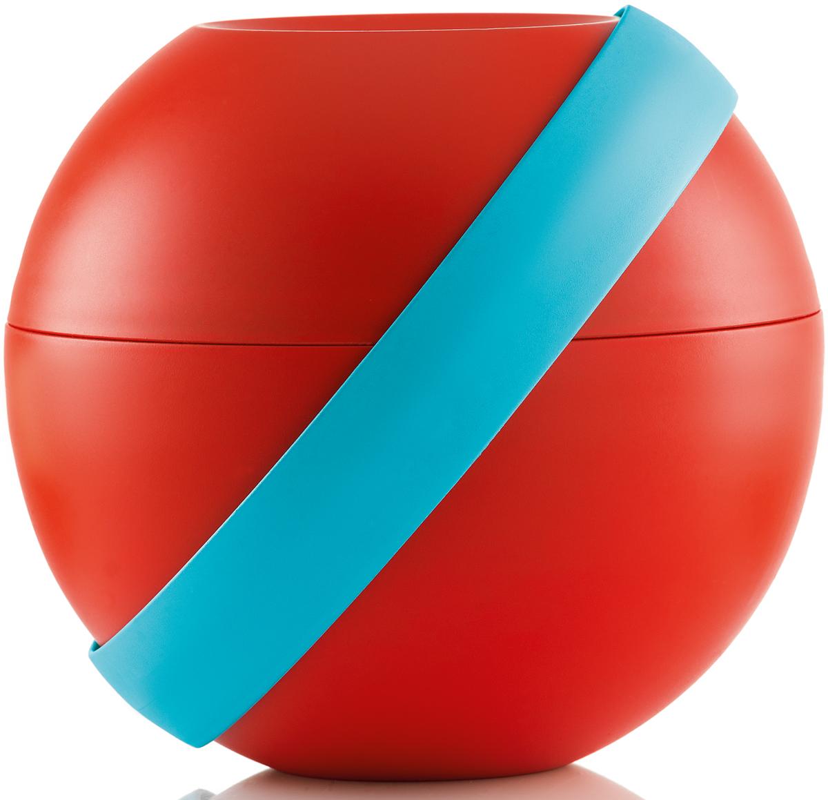 Ланч-бокс для салатов Guzzini Zero Chilled, цвет: красный,  мл + 780 мл100101164Ланч-бокс Zero Chilled является продолжением знаменитой линейки дизайнерских объектов от Guzzini, форма которых представляет собой шар. Он создан специально для тех, кто любит перекусить на ходу и хочет получать полезные вещества и ингредиенты, даже если находится в дороге. Он состоит из двух герметичных и вместительных чаш с крышкой, между которыми помещаются столовые приборы и охлаждающий элемент с отверстием для йогурта в центре. При желании пластиковые вилка и ложка соединяются в удобные щипцы для салата.Ланч-бокс открывается и закрывается с помощью стильной ручки-пояса, которая также может менять свое положение. Когда пояс расположен вертикально, ланч-бокс закрыт и готов для транспортировки. Если нужно поставить его на поверхность, то наклоните ручку немного вбок, а для открытия приведите в горизонтальное положение. Ланч-бокс отлично подойдет для салатов, легких закусок, орехов и фруктов. Объем верхней чаши -  мл. Нижней - 780 мл. Не содержит вредных примесей и бисфенола-А. Можно мыть в посудомоечной машине. Не использовать в микроволновой печи.