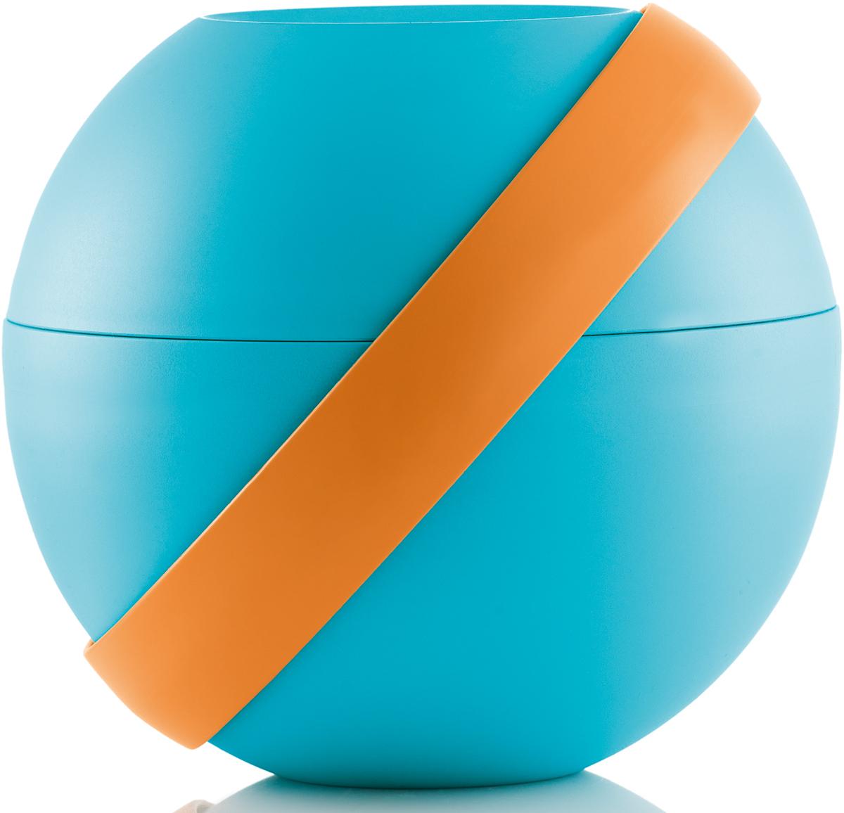 Ланч-бокс для салатов Guzzini Zero Chilled, цвет: бирюзовый,  мл + 780 мл100101166Ланч-бокс Zero Chilled является продолжением знаменитой линейки дизайнерских объектов от Guzzini, форма которых представляет собой шар. Он создан специально для тех, кто любит перекусить на ходу и хочет получать полезные вещества и ингредиенты, даже если находится в дороге. Он состоит из двух герметичных и вместительных чаш с крышкой, между которыми помещаются столовые приборы и охлаждающий элемент с отверстием для йогурта в центре. При желании пластиковые вилка и ложка соединяются в удобные щипцы для салата.Ланч-бокс открывается и закрывается с помощью стильной ручки-пояса, которая также может менять свое положение. Когда пояс расположен вертикально, ланч-бокс закрыт и готов для транспортировки. Если нужно поставить его на поверхность, то наклоните ручку немного вбок, а для открытия приведите в горизонтальное положение. Ланч-бокс отлично подойдет для салатов, легких закусок, орехов и фруктов. Объем верхней чаши -  мл. Нижней - 780 мл. Не содержит вредных примесей и бисфенола-А. Можно мыть в посудомоечной машине. Не использовать в микроволновой печи.