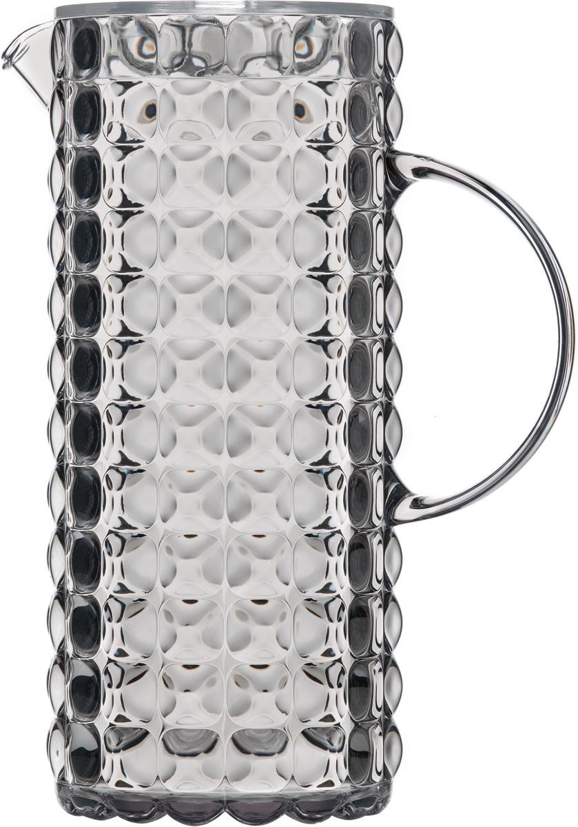 Кувшин для напитков Guzzini Tiffany, цвет: серый, 1,75 л22560092Яркий и нарядный кувшин Tiffany выполнен из прозрачного и легкого материала, который переливается на свету и создает праздничную атмосферу за любым столом. Идеален для пикников и приемов пищи на свежем воздухе. Верхняя съемная крышка защитит напитки от пыли и насекомых.Рельефная форма с носиком удобна для наливания освежающих лимонадов, бодрящих соков и цитрусовых коктейлей. Горлышко кувшина оснащено небольшим фильтром, который пригодится при подаче морсов, компотов и других напитков с кусочками фруктов и ягод. Можно мыть в посудомоечной машине.