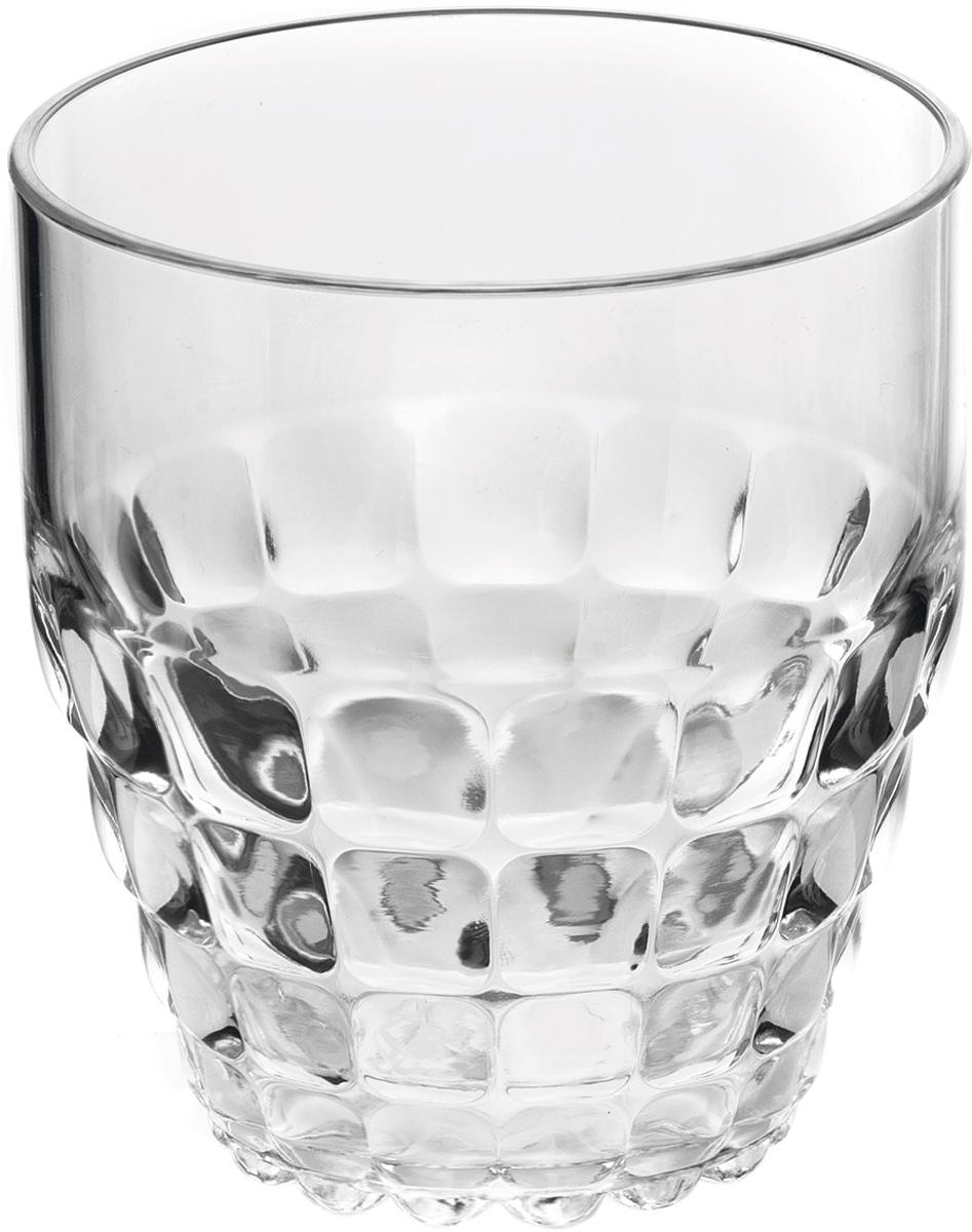 Стакан Guzzini Tiffany, цвет: прозрачный, 350 мл22570000Легкий и яркий дизайн стаканов Tiffany будто намекает на освежающие лимонады, бодрящие соки и цитрусовые коктейли. Отличается конической формой и прозрачным материалом, который придает стаканам характерный блеск. Сверкающий эффект усиливается на солнечном свету, поэтому стаканы станут отличным решением для подачи напитков на свежем воздухе.Объем - 350 мл. Изготовлены из высококачественного органического стекла, устойчивого к износу и повреждениям.Не содержат вредных примесей и бисфенола-А. Идеально подойдут для использования каждый день - добавят яркий акцент пространству кухни или гостиной. Можно мыть в посудомоечной машине.