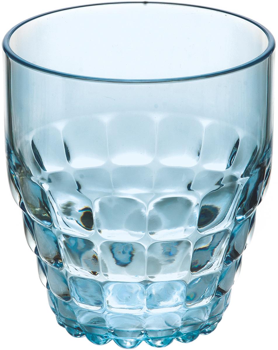 Стакан Guzzini Tiffany, цвет: голубой, 350 мл22570081Легкий и яркий дизайн стаканов Tiffany будто намекает на освежающие лимонады, бодрящие соки и цитрусовые коктейли. Отличается конической формой и прозрачным материалом, который придает стаканам характерный блеск. Сверкающий эффект усиливается на солнечном свету, поэтому стаканы станут отличным решением для подачи напитков на свежем воздухе.Объем - 350 мл. Изготовлены из высококачественного органического стекла, устойчивого к износу и повреждениям.Не содержат вредных примесей и бисфенола-А. Идеально подойдут для использования каждый день - добавят яркий акцент пространству кухни или гостиной. Можно мыть в посудомоечной машине.