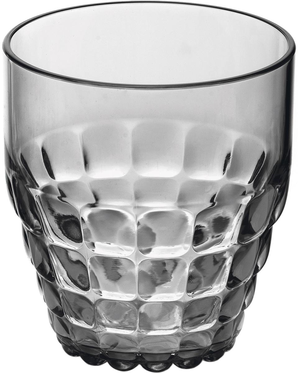Стакан Guzzini Tiffany, цвет: серый, 350 мл22570092Легкий и яркий дизайн стаканов Tiffany будто намекает на освежающие лимонады, бодрящие соки и цитрусовые коктейли. Отличается конической формой и прозрачным материалом, который придает стаканам характерный блеск. Сверкающий эффект усиливается на солнечном свету, поэтому стаканы станут отличным решением для подачи напитков на свежем воздухе.Объем - 350 мл. Изготовлены из высококачественного органического стекла, устойчивого к износу и повреждениям.Не содержат вредных примесей и бисфенола-А. Идеально подойдут для использования каждый день - добавят яркий акцент пространству кухни или гостиной. Можно мыть в посудомоечной машине.