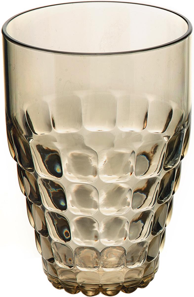"""Легкий и яркий дизайн бокала Guzzini """"Tiffany"""" будто намекает на освежающие лимонады, бодрящие соки и цитрусовые коктейли. Отличается конической формой и прозрачным материалом, который придает бокалу характерный блеск. Сверкающий эффект усиливается на солнечном свету, поэтому бокал станет отличным решением для подачи напитков на свежем воздухе.Бокал идеально подойдет для использования каждый день - добавит яркий акцент пространству кухни или гостиной. Изготовлен из высококачественного органического стекла, устойчивого к износу и повреждениям. Не содержит вредных примесей и бисфенола-А.Можно мыть в посудомоечной машине.Диаметр: 9 см.Высота: 13 см."""