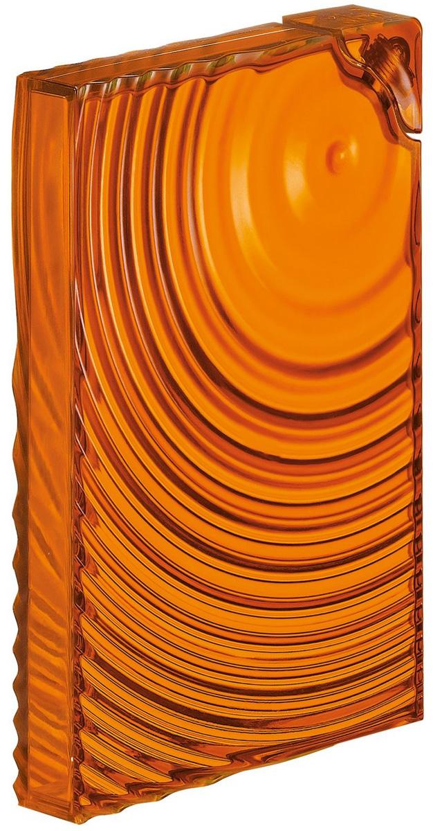 Бутылка для напитков Guzzini Ripples, цвет: оранжевый, 500 мл29340045Только задумайтесь, как много места в вашей сумке занимают длинные цилиндрические бутылки. Как много воздуха они крадут в дверце холодильника и как неудобно хранить их в паре с другими предметами. Удивительно тонкая бутылка Ripple толщиной всего три сантиметра поможет вам сэкономить драгоценное пространство. Её размеры соответствуют бумажному формату А5 и вмещают в себя 0,5 л жидкости. Такая бутылка могла бы отличаться хрупкостью и ненадежностью, если бы не продуманный дизайн в форме наслаивающихся друг на друга волн - они не позволяют стенкам деформироваться под давлением воды. Идеальный аксессуар, чтобы взять с собой куда угодно и забыть про объемные емкости. Размеры: 14,8 х 3 х 21 см.