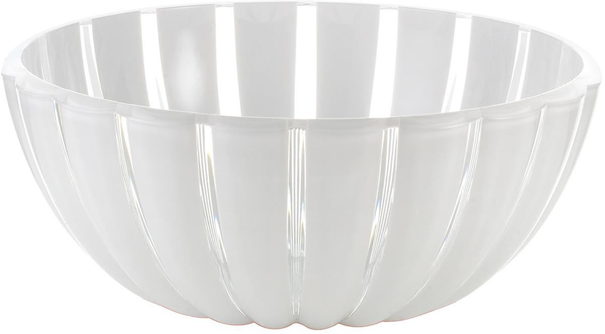 Салатник Guzzini Grace, цвет: белый, диаметр 20 см, 1,5 л29692000Салатник Guzzini Grace выглядит настолько изящно, что кажется, будто он сделан из стекла. Его главный секрет - необычная форма, в которой внешние объемные и волнообразные края контрастируют с белоснежной и гладкой внутренней поверхностью. Вместе они образуют уникальный рельефный эффект, который усиливается на свету.Вместительность салатника позволит использовать его для подачи фруктов, десертов, закусок и основных блюд.Можно мыть в посудомоечной машине.