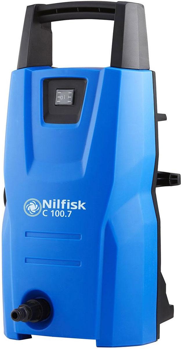 """Минимойка высокого давления """"Nilfisk"""" – это компактная и легкая минимойка,   предназначенная для бытового применения. Минимойка эффективна для очистки садовых   дорожек, лестниц, автомобилей, велосипедов и много другого. Изделие оснащено системой   автоматического пуска, которая срабатывает при нажатии на кнопку распылителя.  Благодаря компактным размерам и небольшому весу минимойка комфортна в эксплуатации,   кроме того она не занимает много места при хранении. Ее по достоинству оценят ценители   чистоты.Комплектация:- минимойка,- шланг, - стандартный пистолет с шарнирным соединением,- копье,- распылитель пены,- сопло Tpornado,- сопло PowerSpeed.Основные характеристики:Давление помпы: 100 бар.Мощность: 1,3 кВт.Масса: 5,1 кг.Поток воды: 440 л/ч.Максимальная температура на входе: 40 С°.Материал помпы: силумин.Напряжение сети: 220 В.Длина шланга: 5 м.Рабочее давление: 70 бар.   Длина кабеля: 5 м. Объем бака для моющего средства: 0,5 л.Габариты: 20 x 23 x 46 см. Как выбрать мойку высокого давления. Статья OZON Гид"""