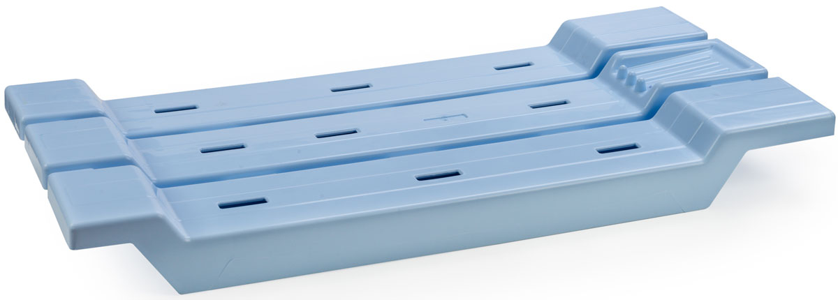 Сиденье для ванны ориентировано на людей, которым в силу возраста или проблем со здоровьем сложно принимать ванные процедуры стоя. Удобный и продуманный аксессуар надежно ложится на бортики ванной, не скользит, не царапает покрытие и выдерживает вес до 200 кг. Для повышения безопасности при использовании поверхность подставки сделана ребристой, а для максимально комфортного мытья на одной из сторон предусмотрено место для мыла.  Качественный пластик сидений для ванны, легко моется и нетребователен в уходе.