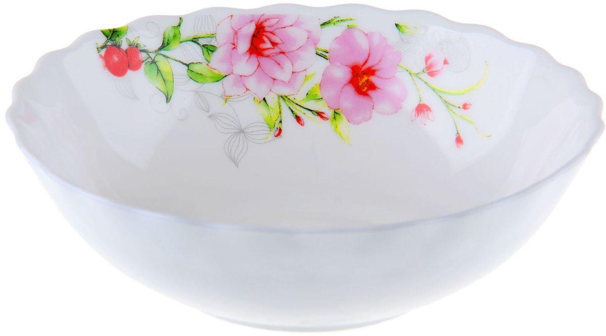 Салатник Доляна Цветочная мелодия, диаметр 15 см1152137Салатник – важнейший предмет любого застолья. Будучи во главе стола, салатник привлекает к себе основное внимание. А это значит – он должен быть красивым.Почему во всем мире так ценится посуда из стеклокерамики?Универсальна. Ее можно использовать и для приготовления пищи, и для безопасного хранения любых готовых блюд. В такой посуде можно кипятить, варить, жарить парить, тушить и запекать любые продукты.Ударопрочна и травмобезопасна. Термическое стекло – очень прочный материал, который не поддается механическим нагрузкам, не бьется, не колется и не трескается.Термически устойчива (жаропрочна). Посуда не деформируется при нагреве и подходит для СВЧ-печей.Химически инертна. Стеклянные поверхности посуды совершенно нечувствительны к воздействию моющих и чистящих средств.Экологически и гигиенически безопасна. Стеклокерамика – исключительно «чистый» материал, не выделяющий вредных летучих соединений даже при сильном нагреве, не впитывает запахов и не передает их хранящейся или готовящейся пище.Удобна в уходе. Моется обычной теплой водой, не формирует накипь и нагар.Эстетически привлекательна. Прозрачное, матовое и тонированное термическое стекло имеет оригинальный вид, который сохраняется в любых технических условиях на долгие годы.