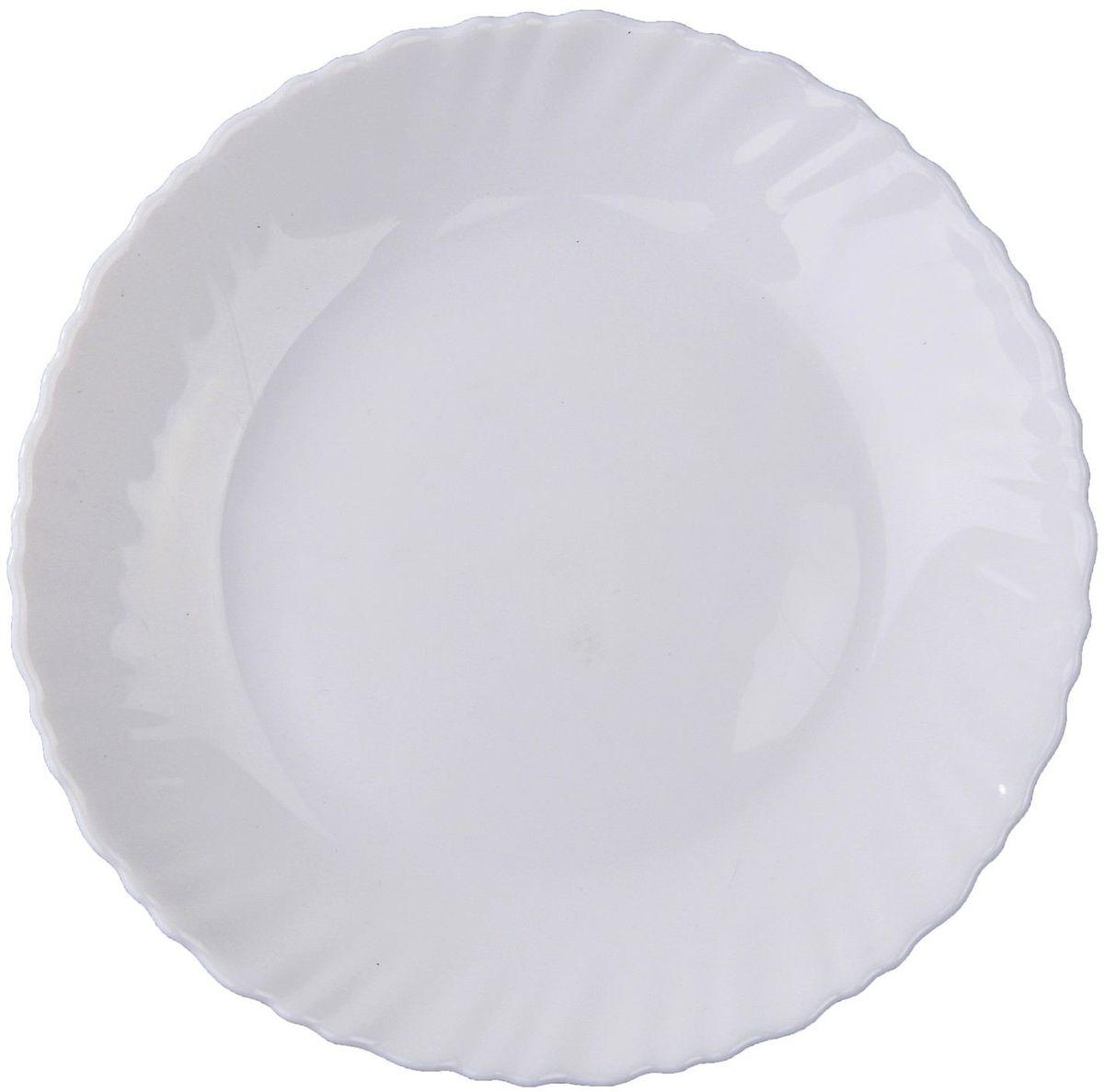 Тарелка десертная Дива, диаметр 17,5 см122383Тарелка – важнейший предмет любого застолья. Будучи во главе стола, она привлекает к себе основное внимание. А это значит – рисунок, цвет и материал играют немаловажную роль.Почему во всем мире так ценится посуда из стеклокермики?Универсальна. Ее можно использовать и для приготовления пищи, и для безопасного хранения любых готовых блюд. В такой посуде можно кипятить, варить, жарить парить, тушить и запекать любые продукты.Ударопрочна и травмобезопасна. Термическое стекло – очень прочный материал, который не поддается механическим нагрузкам, не бьется, не колется и не трескается.Термически устойчива (жаропрочна). Посуда не деформируется при нагреве и подходит для СВЧ-печей.Химически инертна. Стеклянные поверхности посуды совершенно нечувствительны к воздействию моющих и чистящих средств.Экологически и гигиенически безопасна. Стеклокерамика – исключительно «чистый» материал, не выделяющий вредных летучих соединений даже при сильном нагреве, не впитывает запахов и не передает их хранящейся или готовящейся пище.Удобна в уходе. Моется обычной теплой водой, не формирует накипь и нагар.Эстетически привлекательна. Прозрачное, матовое и тонированное термическое стекло имеет оригинальный вид, который сохраняется в любых технических условиях на долгие годы.