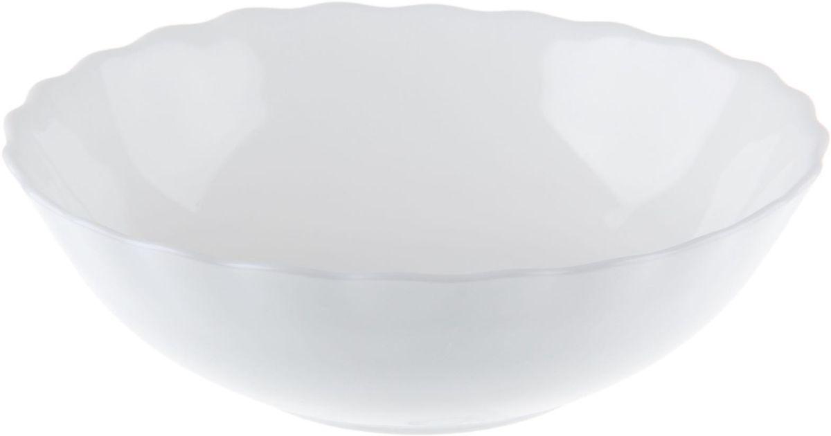 Салатник Доляна Дива, диаметр 20 см122398Салатник – важнейший предмет любого застолья. Будучи во главе стола, салатник привлекает к себе основное внимание. А это значит – он должен быть красивым.Почему во всем мире так ценится посуда из стеклокермики?Универсальна. Ее можно использовать и для приготовления пищи, и для безопасного хранения любых готовых блюд. В такой посуде можно кипятить, варить, жарить парить, тушить и запекать любые продукты.Ударопрочна и травмобезопасна. Термическое стекло – очень прочный материал, который не поддается механическим нагрузкам, не бьется, не колется и не трескается.Термически устойчива (жаропрочна). Посуда не деформируется при нагреве и подходит для СВЧ-печей.Химически инертна. Стеклянные поверхности посуды совершенно нечувствительны к воздействию моющих и чистящих средств.Экологически и гигиенически безопасна. Стеклокерамика – исключительно «чистый» материал, не выделяющий вредных летучих соединений даже при сильном нагреве, не впитывает запахов и не передает их хранящейся или готовящейся пище.Удобна в уходе. Моется обычной теплой водой, не формирует накипь и нагар.Эстетически привлекательна. Прозрачное, матовое и тонированное термическое стекло имеет оригинальный вид, который сохраняется в любых технических условиях на долгие годы.