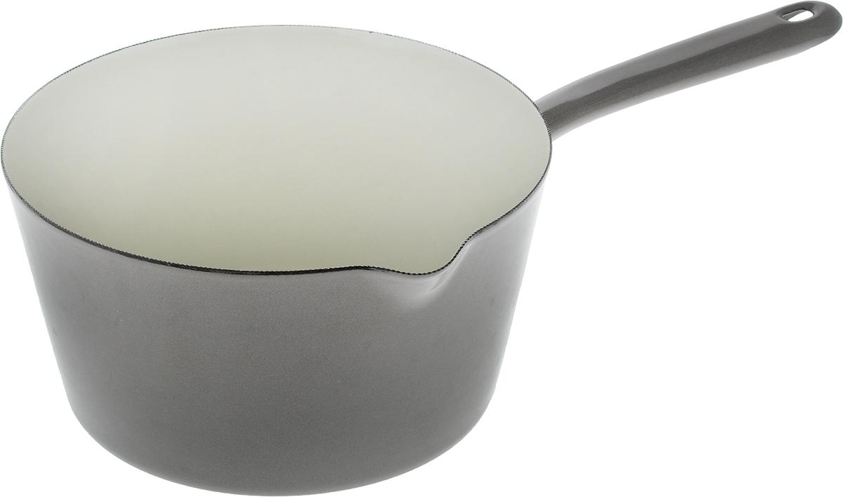 Ковш эмалированный Metalac Posude Majestic, цвет: серый, 2,5 л147303Ковш Metalac Posude Majestic выполнен из качественной стали с эмалированным покрытием. Стеклоэмаль инертна и устойчива к пищевым кислотам, не вступает во взаимодействие с продуктами и не искажает их вкусовые качества. Эмалевое покрытие, являясь стекольной массой, не вызывает аллергию и надежно защищает пищу от контакта с металлом. Прочный стальной корпус обеспечивает эффективную тепловую обработку пищевых продуктов и не деформируется в процессе эксплуатации. Ковш оснащен стальной ручкой с отверстием для подвешивания и удобным небольшим носиком. Ковш пригоден для использования на газовых, электрических, стеклокерамических, индукционных плитах. Разрешено мыть в посудомоечной машине.Высота стенки: 10,5 см. Длина ручки: 16 см.