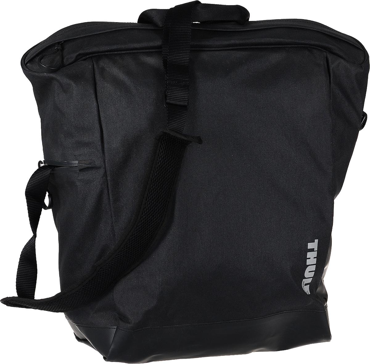 Сумка велосипедная Thule Tote, цвет: черный, 23,5 л100001_черныйВелосипедная сумка Thule Tote выполнена из высококачественных материалов в городском стиле. Легко трансформируется в повседневную сумку. Сумка имеет одно главное отделение, которое позволяет удобно помещать крупные вещи. Изделие оснащено удобными ручками и регулируемым ремнем через плечо. Система крепления проста в использовании, безопасна и имеет малый уровень вибрации. Крепления-невидимки легко отщелкиваются для максимального удобства при переноске без велосипеда. По бокам сумки расположен карман без застежки и карман на молнии для хранения наплечного ремня. Светоотражающие полоски повышают заметность на дороге в темное время суток. Сумку можно установить с любой стороны велосипеда. Она подходит к большинству видов багажника.Гид по велоаксессуарам. Статья OZON Гид