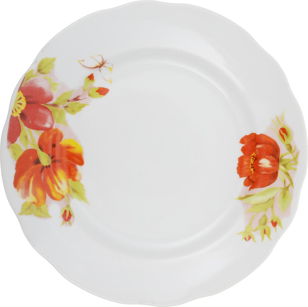 """Тарелка Дулевский Фарфор """"Альпийские цветы красные"""" выполнена из высококачественного фарфора, покрытого глазурью. Изделие дополнено красочным цветочным рисунком и вырезным краем. Такая тарелка отлично подойдет для подачи десертов, а также нарезок или закусок."""