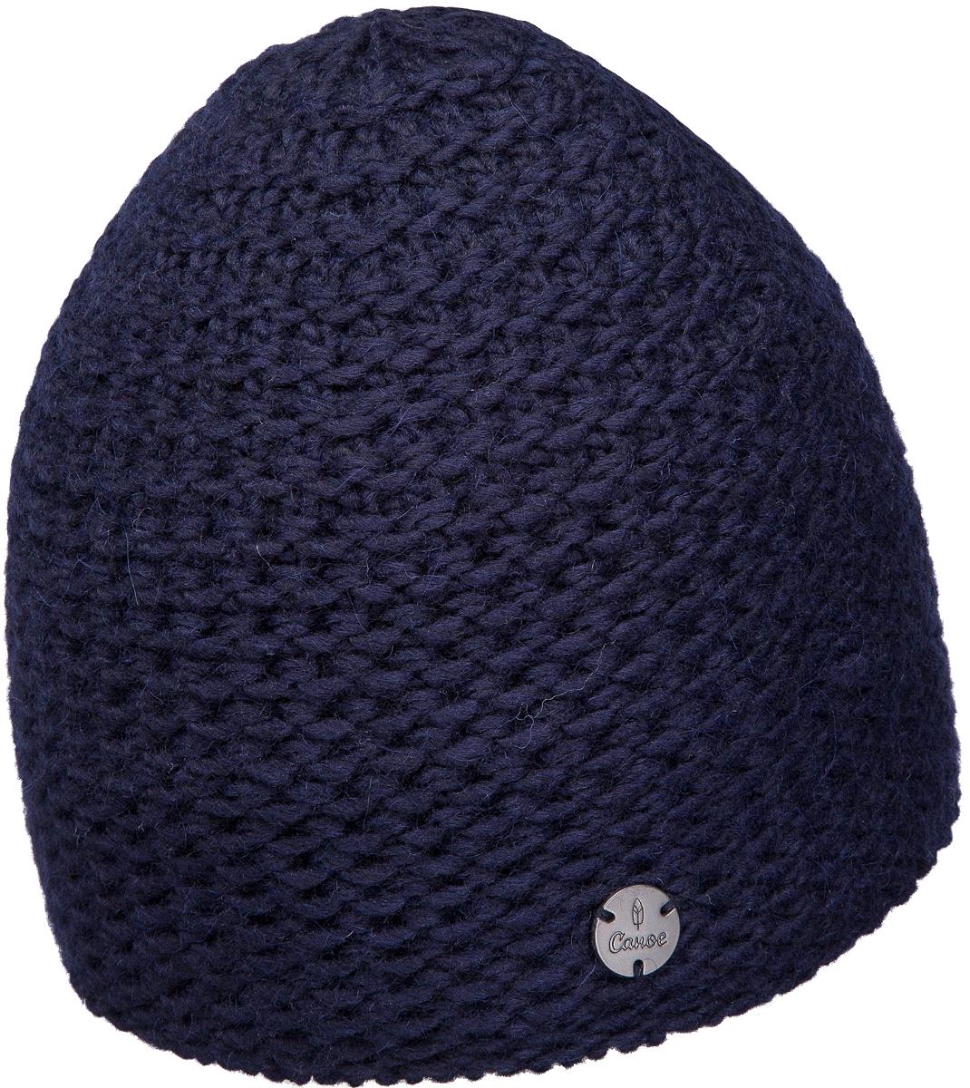 Шапка мужская Canoe Leds, цвет: темно-синий. 4706741. Размер 56/594706741Удлинённая шапка крупной вязки утеплена полоской мягкого, непилингующегося флиса. Изготовлена из объёмной полушерстяной пряжи. Высококачественная шерсть мериносов и полиакриловая кручёная нить дают позитивный тандем мягкости, великолепной износоустойчивости и домашней теплоты. Модель дополнена металлической пластиной с названием бренда.Уважаемые клиенты!Размер, доступный для заказа, является обхватом головы.