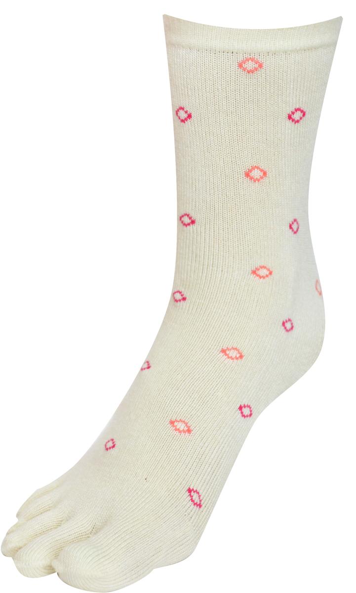 Носки женские Master Socks, цвет: белый. 85681. Размер 23/2585681Удобные носки Master Socks с пальцами, изготовленные из высококачественного комбинированного материала с бамбуковой основой, очень мягкие и приятные на ощупь, позволяют коже дышать.Эластичная резинка плотно облегает ногу, не сдавливая ее, обеспечивая комфорт и удобство. Носки с паголенком классической длины. Практичные и комфортные носки великолепно подойдут к любой вашей обуви.