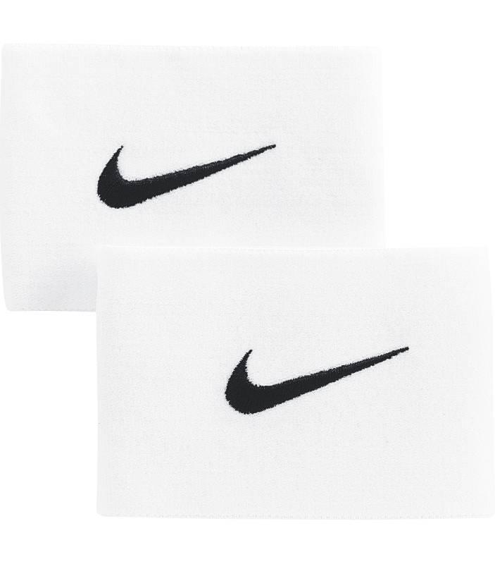 Фиксатор для щитков Nike Guard II, цвет: белыйSE0047-101Фиксатор для щитков Nike Guard II надежно удерживает их на голени, позволяя сосредоточиться на игре от первого до последнего момента. Быстрое переодевание благодаря ремешку с застежкой-липучкой. Эластичная конструкция для дополнительной поддержки. Надеваются поверх щитков или под ними для дополнительной защиты. Большой логотип Nike в верхней части.