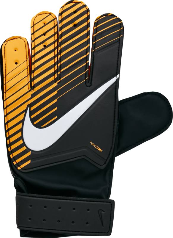 Перчатки вратарские детские Nike Match Goalkeeper, цвет: черный. GS0343-010. Размер 4GS0343-010Детские футбольные перчатки Nike Match Goalkeeper смягчают нагрузку от удара мяча и обеспечивают оптимальный захват и контроль мяча в любых погодных условиях. Пеноматериал на основе латекса обеспечивает превосходное сцепление в любых условиях.Манжета с застежкой на липучке для регулируемой посадки. Перфорация в области пальцев усиливает вентиляцию.