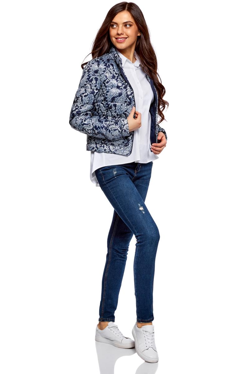 Куртка женская oodji Ultra, цвет: темно-синий, голубой, кремовый. 10203038-6B/42257/7930E. Размер 38-170 (44-170)10203038-6B/42257/7930EКуртка женская oodji Ultra выполнена из полиэстера. Модель с длинными рукавами и воротником стойкой застегивается на застежку-молнию.