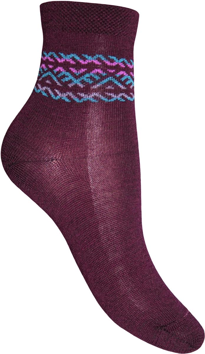Носки детские Master Socks, цвет: бордовый. 52504. Размер 2252504Удобные носки Master Socks, изготовленные из высококачественного комбинированного материала с высоким содержанием полушерсти, очень мягкие и приятные на ощупь, позволяют коже дышать и отлично греют.Эластичная резинка плотно облегает ногу, не сдавливая ее, обеспечивая комфорт и удобство. Носки с паголенком классической длины. Практичные и комфортные носки великолепно подойдут к любой вашей обуви.