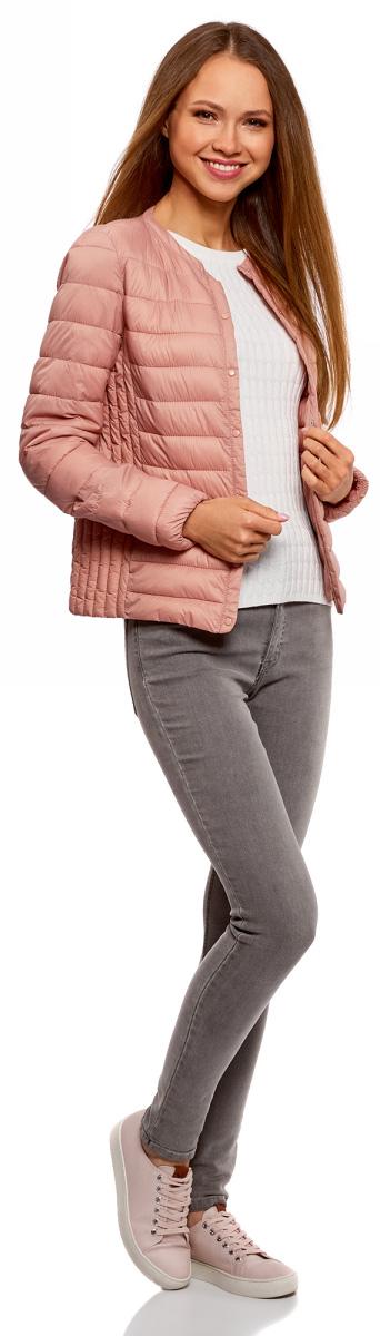 Куртка женская oodji Ultra, цвет: карамель. 10204040B/45638/4B00N. Размер 36-170 (42-170)10204040B/45638/4B00NЖенская куртка oodji c длинными рукавами выполнена из прочного полиамида. Модель застегивается на застежку-молнию и кнопки.