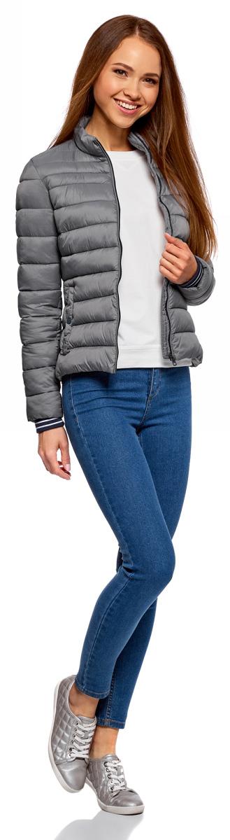 Куртка женская oodji Ultra, цвет: темно-серый. 10204056/47172/2500N. Размер 34-170 (40-170)10204056/47172/2500NЖенская куртка oodji c длинными рукавами выполнена из прочного полиамида. Модель застегивается на застежку-молнию.