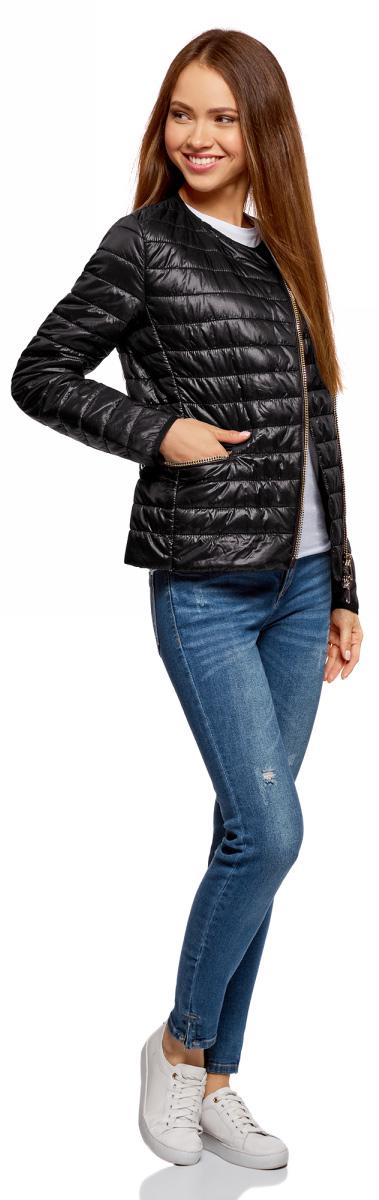 Куртка женская oodji Ultra, цвет: черный. 10204057-1/33445/2900N. Размер 34-170 (40-170)10204057-1/33445/2900NЖенская куртка oodji c длинными рукавами выполнена из прочного полиамида. Модель застегивается на застежку-молнию.