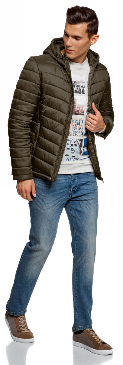 Куртка мужская oodji Basic, цвет: хаки. 1B112001M/25278N/6600N. Размер L-182 (52/54-182)1B112001M/25278N/6600NУтепленная куртка с капюшоном oodji Basic выполнена из мягкой плащевой ткани. По бокам расположены прорезные карманы. Куртка застегивается на молнию. Свободный крой и длина до бедер подойдут мужчинам любого телосложения. Куртка идеально сочетается с джинсами, джемпером и грубыми ботинками на шнуровке. Из аксессуаров можно подобрать рюкзак и тонкую трикотажную шапку. Куртку можно носить на рубашки или свитшоты. Надев к куртке трикотажные спортивные брюки, вы создадите комфортный образ в спортивном стиле. Из обуви подойдут кроссовки или кеды. В утепленной куртке будет комфортно в холодную погоду. С ней вы составите множество стильных повседневных образов.
