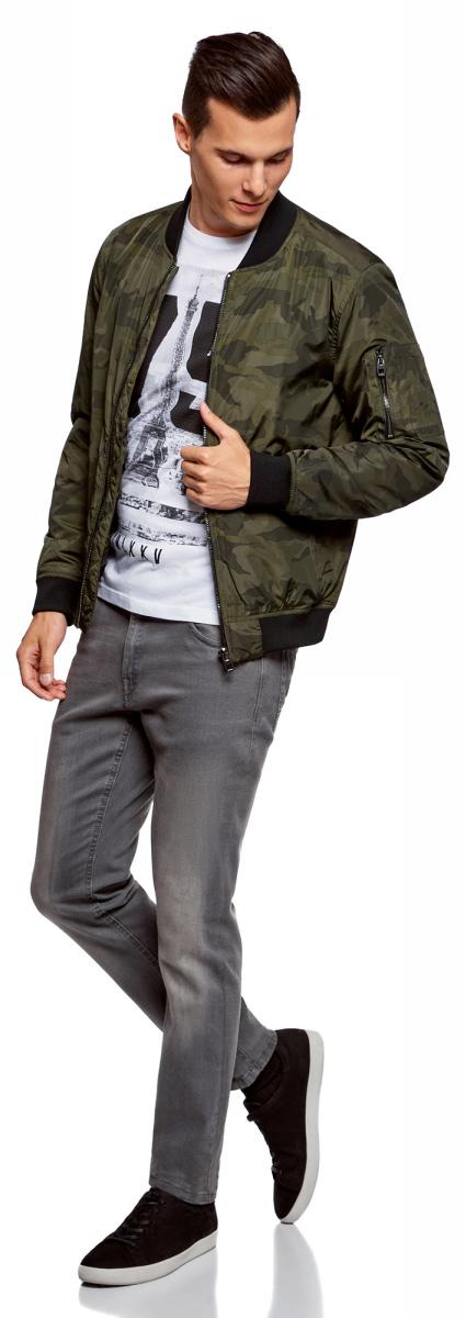 Куртка мужская oodji Lab, цвет: хаки, графика. 1L511050M/47115N/6666G. Размер XL-182 (56-182)1L511050M/47115N/6666GУтепленная куртка-бомбер в стиле милитари oodji Lab выполнена из высококачественного материала с трикотажными манжетами и мягким воротом. Низ обработан трикотажной резинкой. Куртка застегивается на молнию и по бокам дополнена вертикальными втачными карманами и накладным карманом на молнии на рукаве. Закругленный воротник-стойка не затрудняет движений и не натирает шею. Такая модель напоминает традиционную куртку пилота и не лишена ее достоинств. Куртка прямого кроя с посадкой на бедрах дарит максимальную свободу движений, защищает от ветра и непогоды.