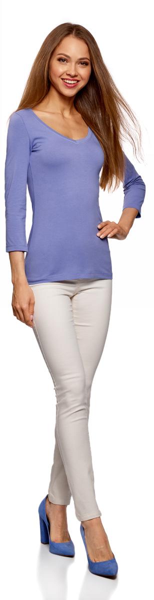 Лонгслив женский oodji Collection, цвет: сиренево-голубой. 24211002B/46147/8001N. Размер XS (42)24211002B/46147/8001NЖенский лонгслив Collection с V-образным вырезом и рукавами 3/4 выполнен из эластичного хлопка. Такая модель идеально подойдёт для повседневной носки.
